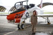美해군 최초 흑인 여성 전술항공기 조종사 탄생
