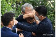 """文대통령 향해 '신발 테러' 한 50대 男…""""치욕 느껴봐라"""""""