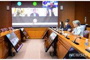 강경화, 美·호주 등 5개국 외교장관과 코로나19 협력 논의