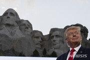 """트럼프 """"러시모어산 얼굴 조각? 좋은 생각이지만 가짜뉴스"""""""