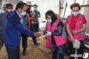 땀범벅 민주 의원들, 김정숙 여사 다녀간 철원 이길리서 수해 복구