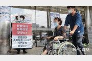 복지부, 병원 찾아 파업 참가자 실사… 일부 전임의 사직서 맞불