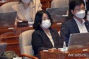 """日아사히, 윤미향 거론 """"위안부 합의 재평가해 피해자 구제해야"""""""