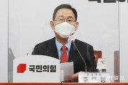 """최재성 만난 주호영 """"文대통령 불통 너무 심해"""""""