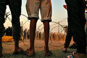 이라크 반정부 시위 격화… 철조망 너머 긴장감 팽팽