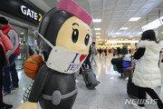 """3차 대유행에도 """"일단 놀아보자?""""…붐비는 제주공항"""