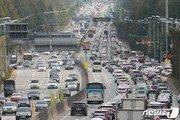 일요일 교통량 평소보다 증가…서울 방향 낮12시 정체 시작