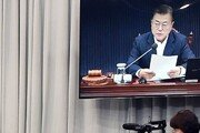 """'사의' 신현수 민정수석, 18~19일 휴가…靑 """"숙고 후 복귀 기대"""""""