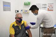 모리슨 濠총리, 백신 반대 시위 속 백신 시범 접종