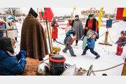 러시아 '조국 수호의 날'… 어린이 창검술 대결