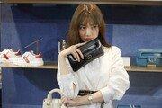 디올의 뮤즈 수지, 2021 봄·여름 컬렉션 갤러리아 백화점 팝업 스토어 방문