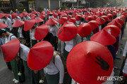 """유엔 """"미얀마 시위대 살인 멈추라…최소 54명 사망"""""""