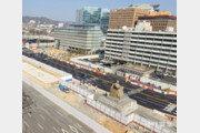 광화문광장 서쪽도로 폐쇄후 첫 출근길… 사직로 북새통 교통정체
