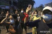 """미얀마군 총 맞아 숨진 6세 소녀 가족 """"보복 무서워 숨어 지내"""""""