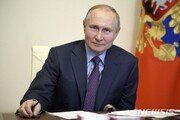 """러시아제 백신 맞았다는 푸틴…크렘린 """"부작용 없이 양호"""""""