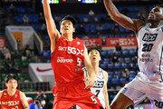 프로농구 SK, 1위 KCC에 12점차 뒤지다 역전승
