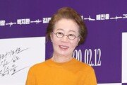 """윤여정, 뉴욕타임스와 인터뷰 """"73세에 오스카 후보…꿈만 같아"""""""