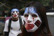 """분노한 미얀마 국민들, 오성홍기 불태우며 """"중국은 떠나라"""""""