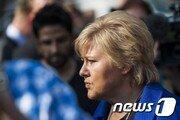 노르웨이 총리 '생일파티' 거리두기 어겨 263만원 벌금