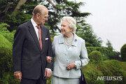 """英왕실, 또 등장한 여왕 퇴임설에 """"있을 수 없는 일"""" 일축"""