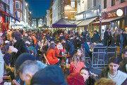 인구절반 백신접종 마친 英… 런던의 저녁이 되살아났다