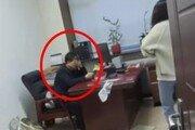 성희롱 일삼는 男상사 찾아가 대걸레로 '퍽퍽'…사이다 복수한 中여성