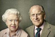 영국 여왕, 왕실업무 복귀…남편 필립공 별세 나흘만