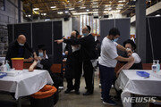 '가장 빠른 백신 접종' 이스라엘, 실외서 마스크 벗는다