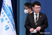 """떠나는 최재성, 새로 온 이철희…靑 정무수석 입 모아 """"민심"""""""