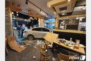 20대 몰던 차량 식당 안으로 돌진…인명피해 없어