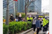 대학생들 '오염수 방류 규탄' 日대사관 앞 농성…경찰과 대치도