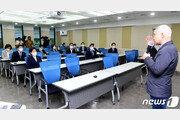 """최진석, 與 향해 쓴소리…""""과거에 갇혀 정신승리에 빠졌다"""""""