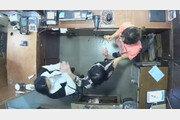 벨기에 대사 부인 폭행 CCTV 공개… 옷가게 직원 2명 얼굴-뒤통수 때려[휴지통]
