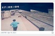 달리는 열차 앞에서 아이 구한 '인도 영웅'