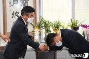 """이철희 국회 방문 """"文대통령, 이견이 갈등이 되지 않게 하라 당부"""""""