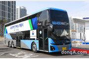 현대차, 이층 전기버스 1호차 전달… 총 70명 좌석 확보