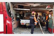 1t 화물차 충돌사고 후 식당 돌진…운전자 급발진 주장