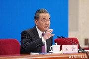 """中왕이 """"미국, 중국제도 존중해야…대만카드 불장난"""""""