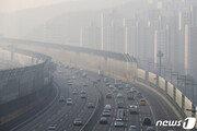 맑고 따뜻한 봄날에 나들이 증가…고속도로 상행선 정체