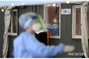 공군 사천비행단서 8명 집단감염… 확진 간부 1명은 '노마스크 축구'