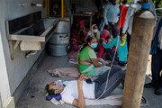 최악 치닫는 인도… 매일 30만명 확진