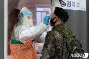 마스크 벗고 축구한 공군 준장…'방역 해이'가 불러온 집단감염?