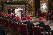 """교황, 바티칸 '봉투 문화' 단속…""""40유로 이상 선물 금지"""""""