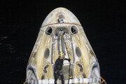 머스크의 두번째 유인우주선, 야간 해상 귀환 성공…53년만