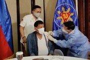 """두테르테, 중국 시노팜 코로나백신 접종…""""나쁘지 않다"""""""