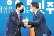 """윤호중 """"법사위원장이 장물? 근거 가져오라"""", 김기현 """"관례상 야당 몫… 되찾기 투쟁할 것"""""""