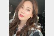 이혜원, 매끈 도자기 피부…광채 나는 동안 미모