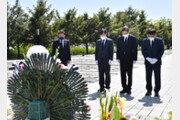野소속 박형준 부산시장, 봉하마을 盧묘역 참배