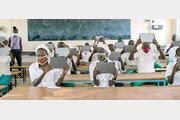 케냐 난민촌 청소년에 갤럭시탭 1000대 선물