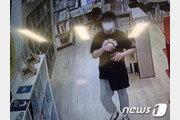 """'도서관 음란행위男' CCTV 사진 공개…""""여자아이들 보며 4시간 동안"""""""